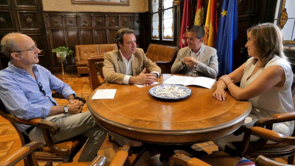 Reunión Cabañero y representantes Cámara Comercio 1-min